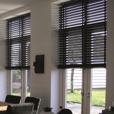 raamdecoratie ideeen houten jaloezie