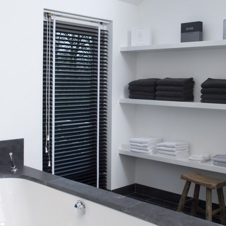 kant en klare jaloezieen badkamers